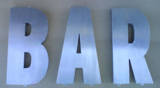 Lettre 3D en relief BAR1