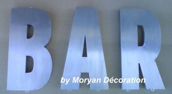 Lettre décorative en métal zinc BAR