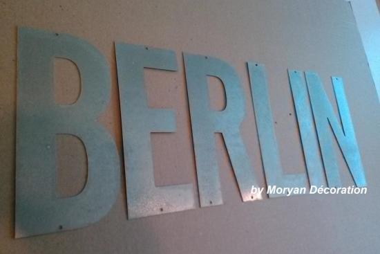 Lettre décorative en métal zinc BERLIN