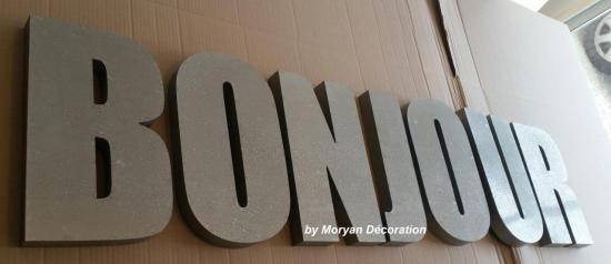 Lettre décorative en métal zinc BONJOUR