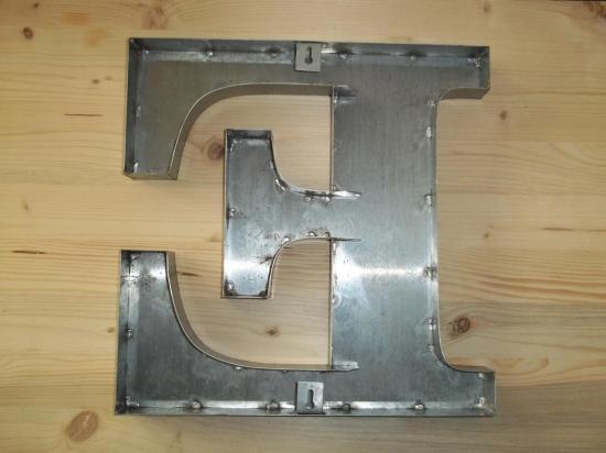 Lettre 3D en relief E