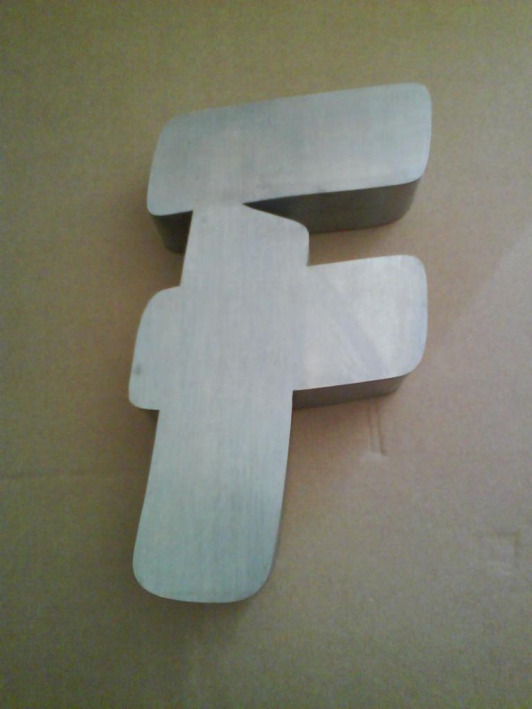 Lettre 3D en relief F