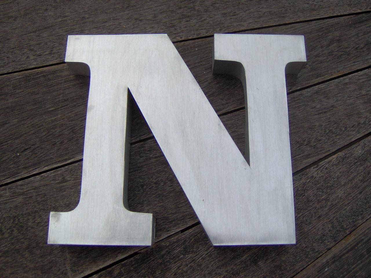 Lettre 3D en relief N