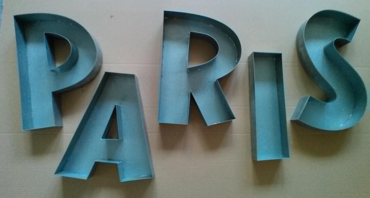Lettre 3D en relief PARIS