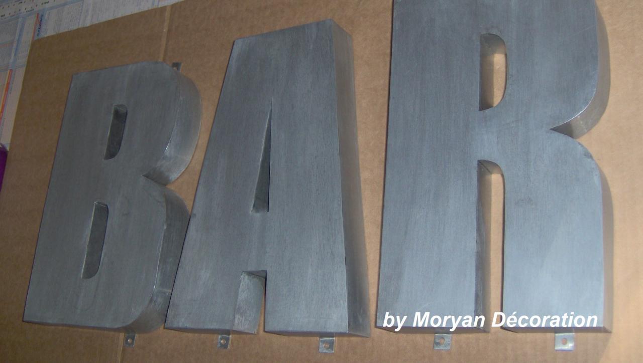 Lettre décorative en métal zinc BAR 1