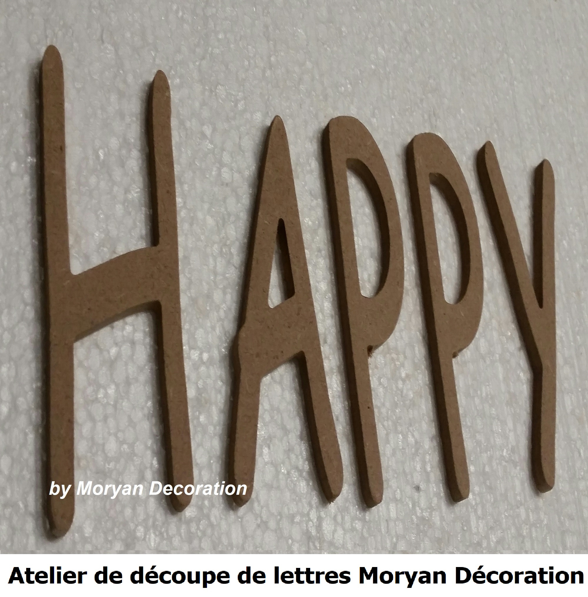 Lettre decorative HAPPY