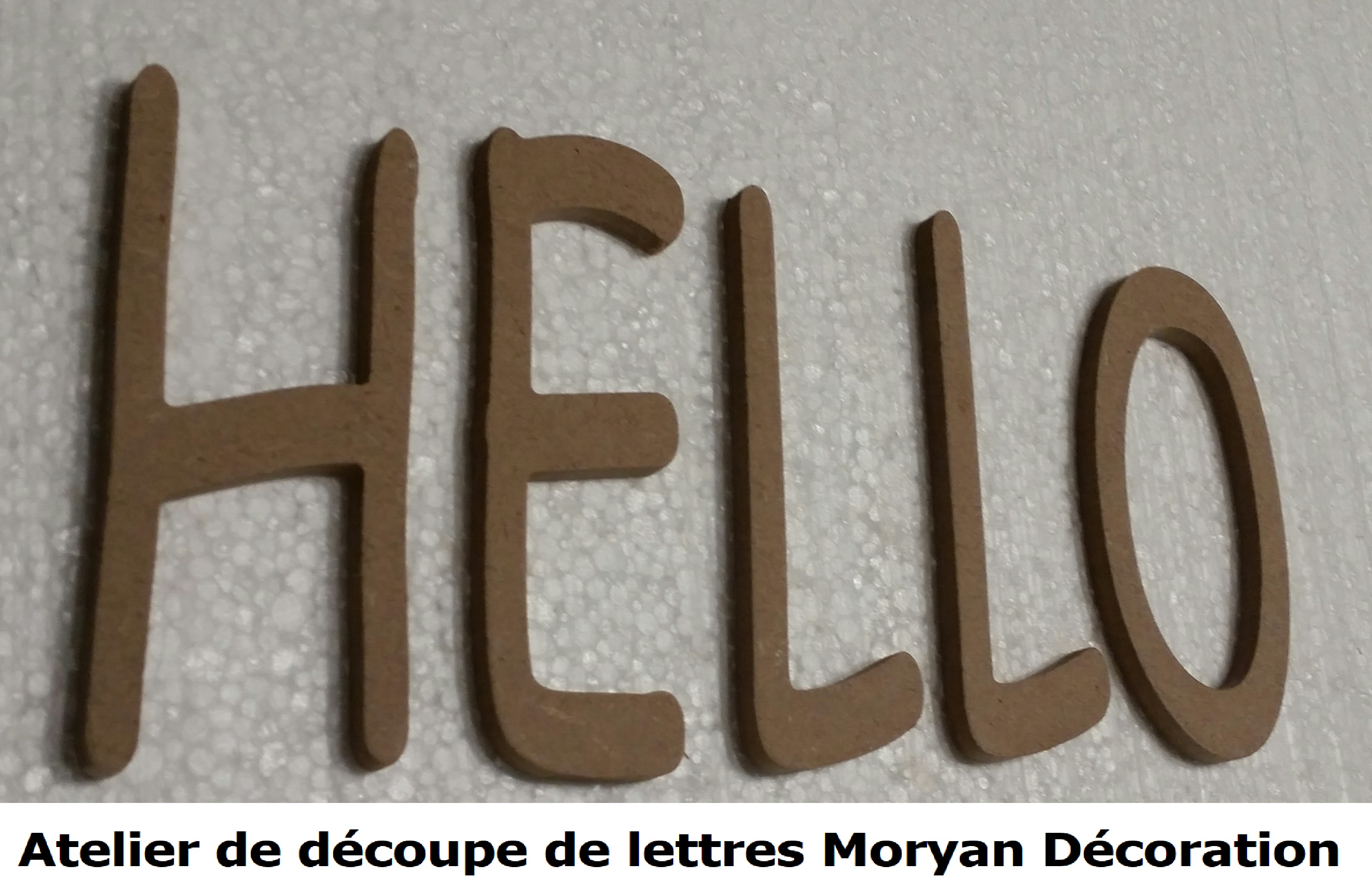 Lettre decorative HELLO