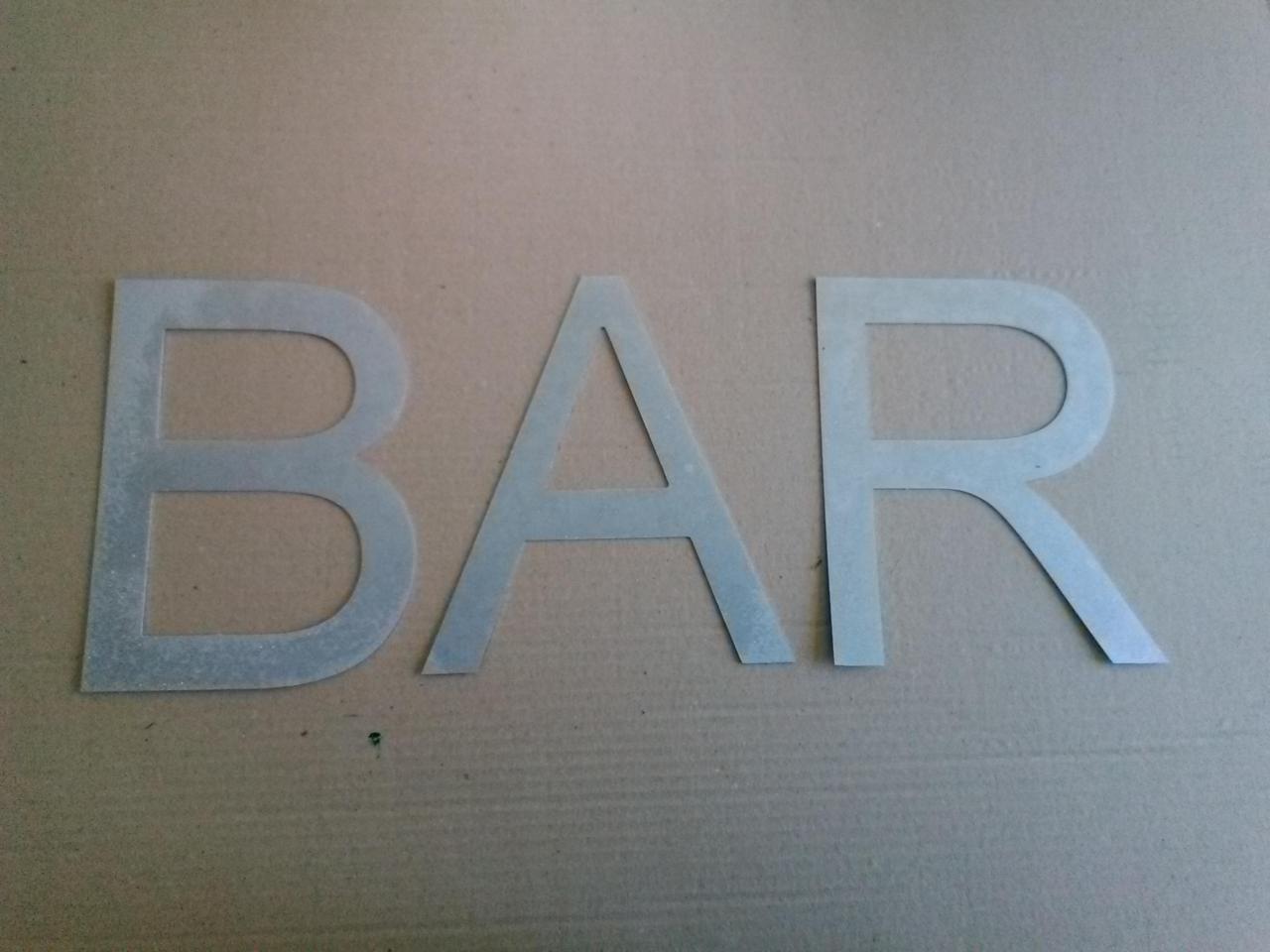 Lettre en zinc BAR
