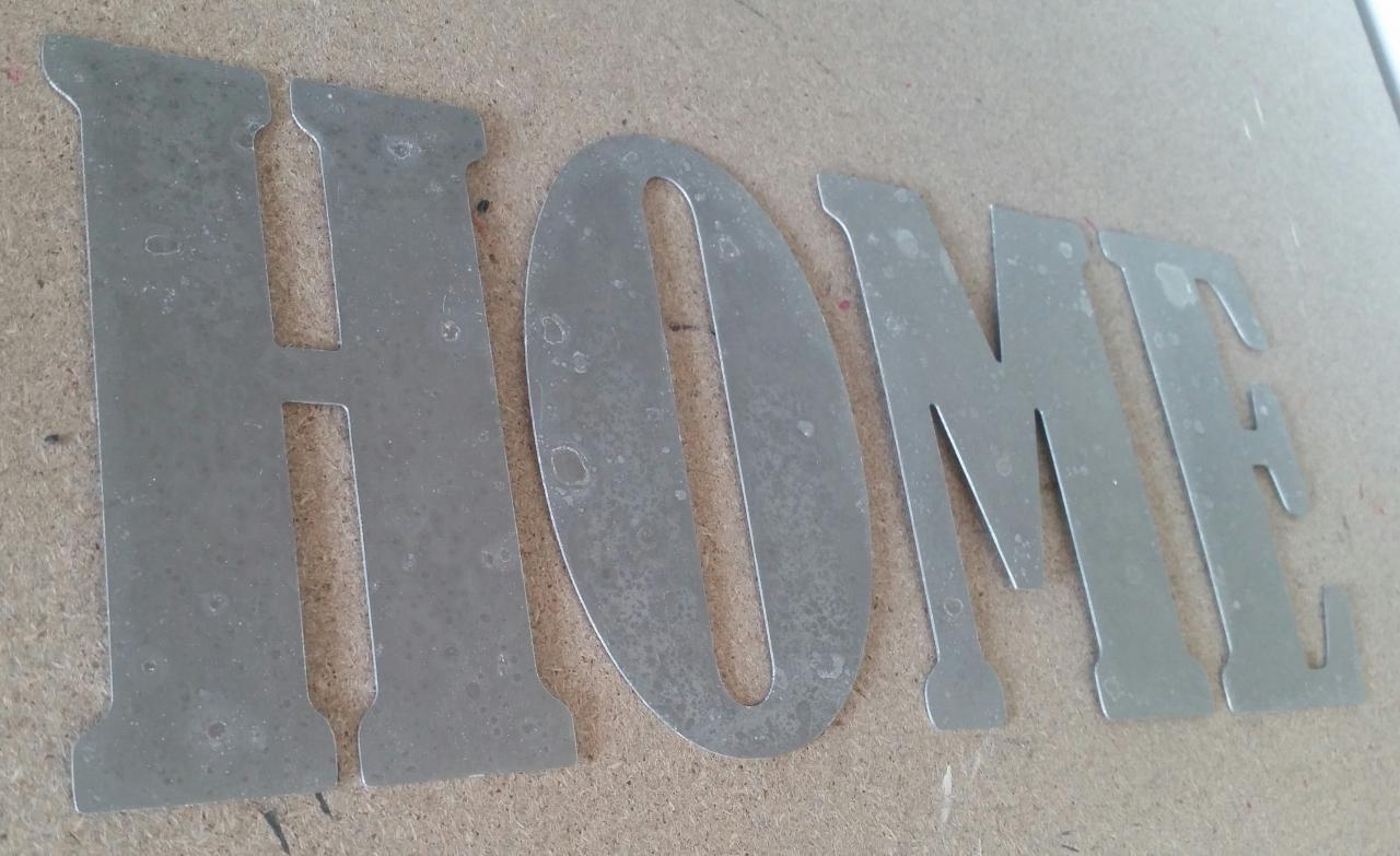 Lettre en zinc HOME