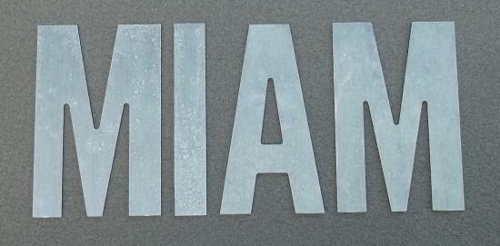 Lettre en zinc MIAM