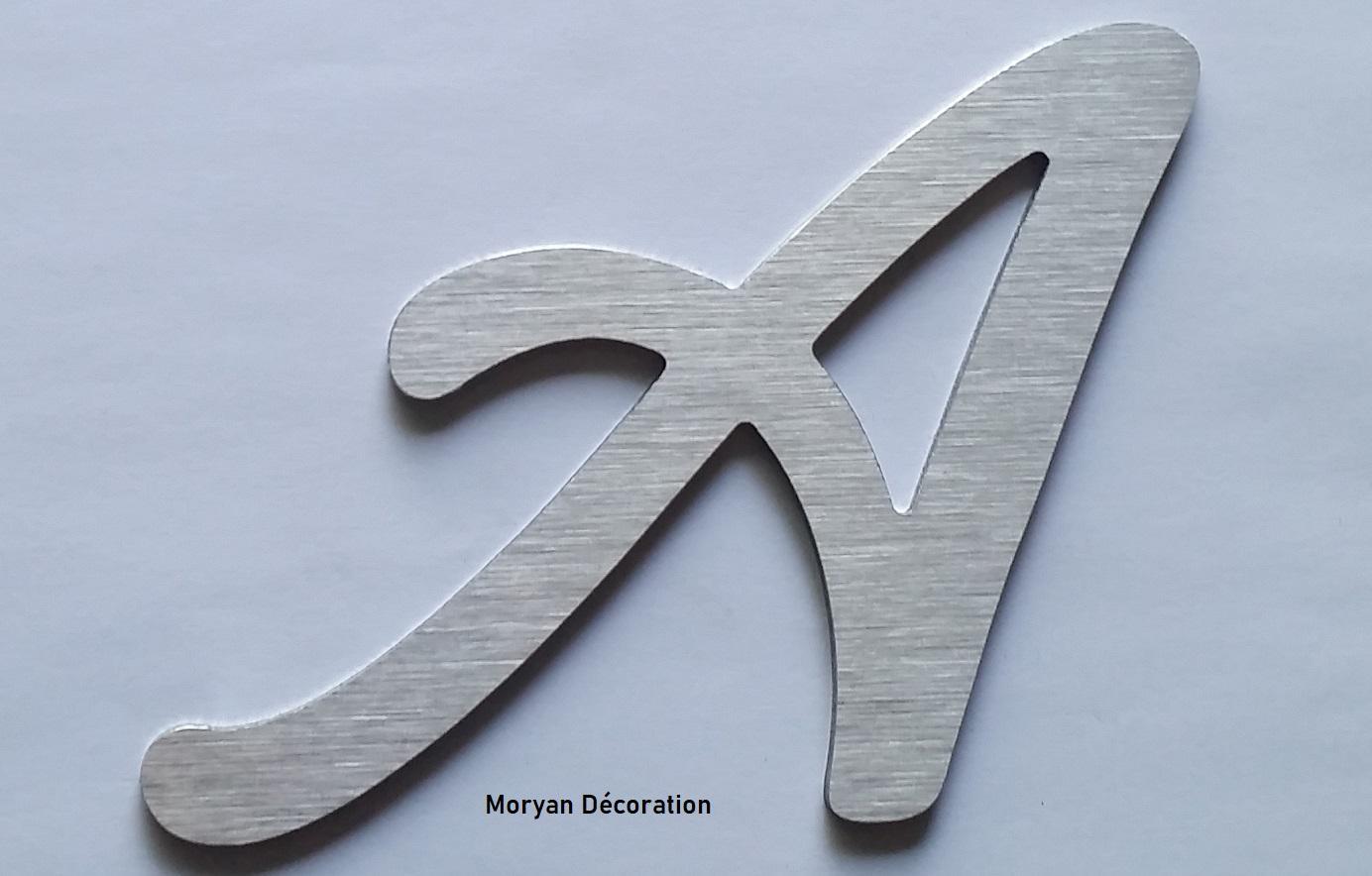 Lettre decorative murale en metal brosse lombriz