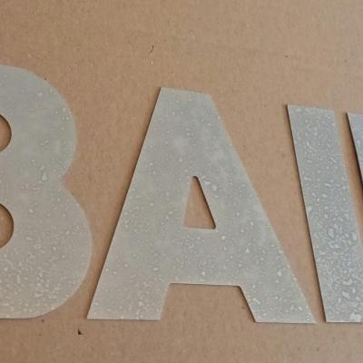 Lettre decorative en zinc BAIN