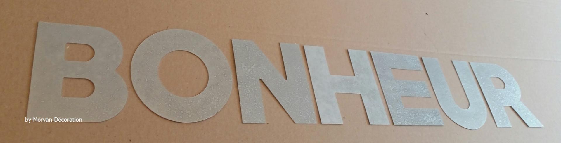 Lettre decorative zinc bonheur 1