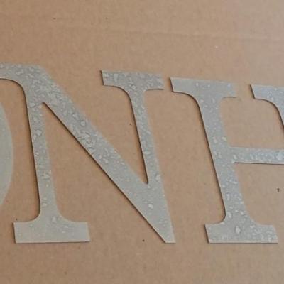 Lettre decorative en zinc BONHEUR