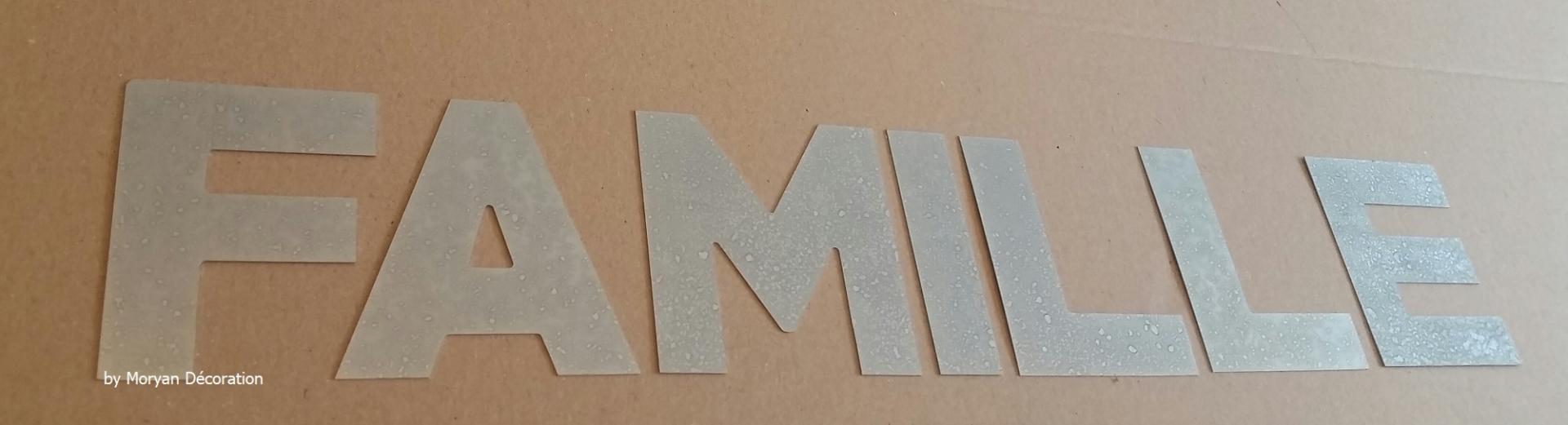 Lettre decorative zinc famille 1