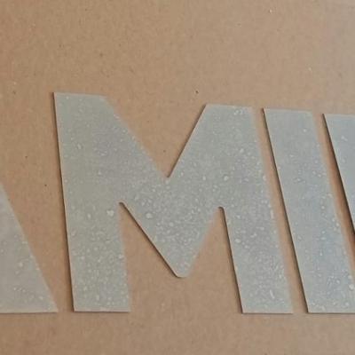 Lettre decorative en zinc FAMILLE