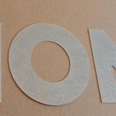Lettre decorative en zinc HOME