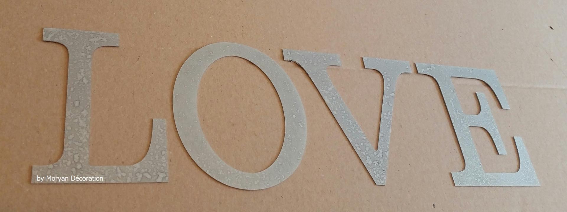 Lettre decorative zinc love 1