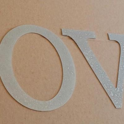 Lettre decorative en zinc LOVE
