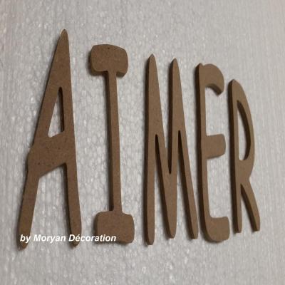 Lettre en bois decorative AIMER , hauteur 50 cm