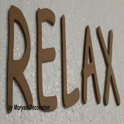 Lettre en bois decorative RELAX , hauteur 60 cm