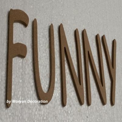 Lettre en bois FUNNY , hauteur 20 cm
