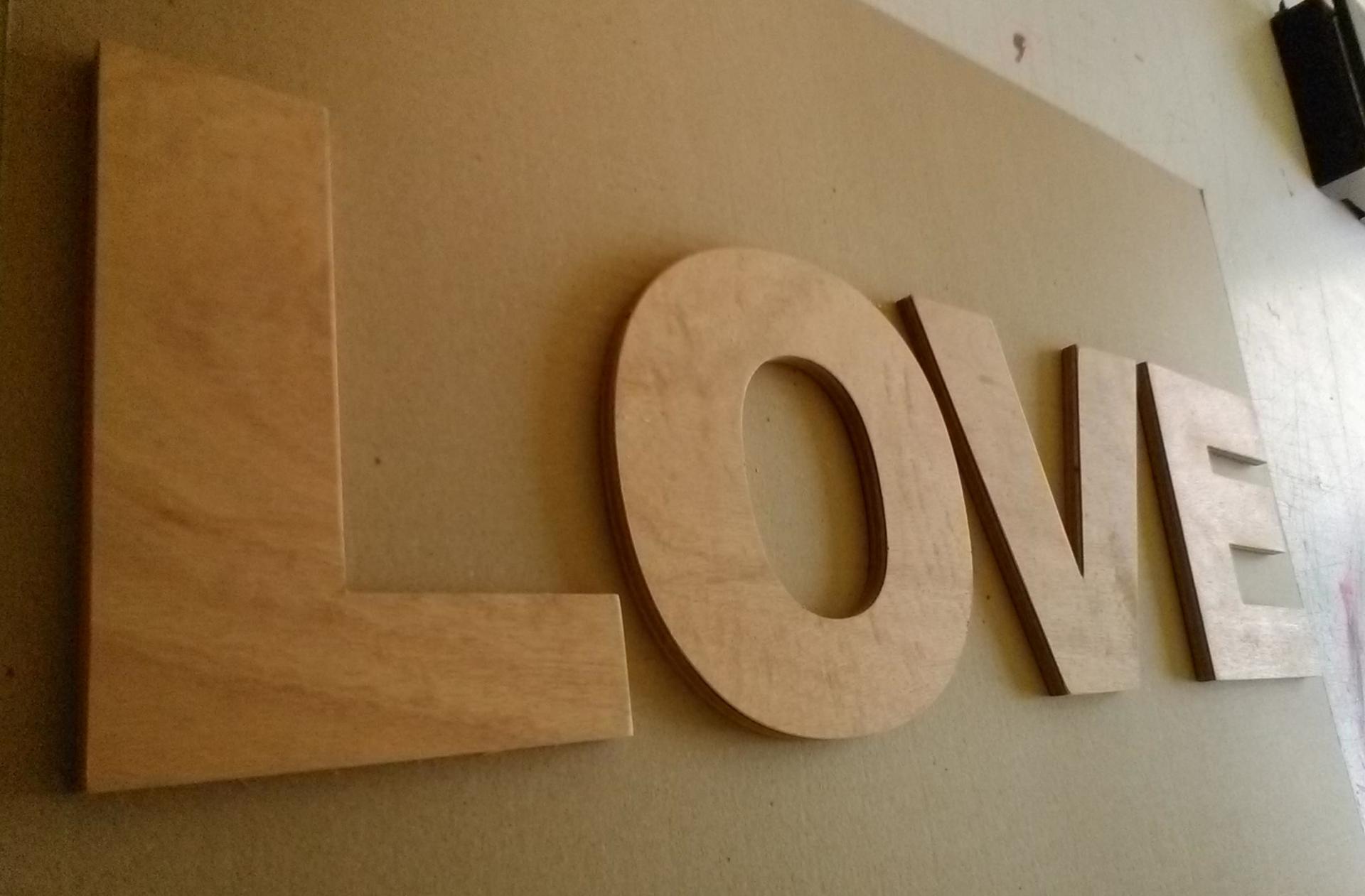 Lettre en bois love1