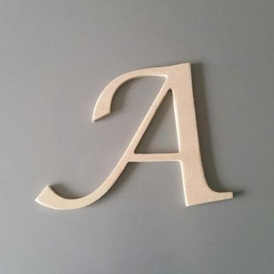 Lettre en bois LUCIDA CALLIGRAPHY