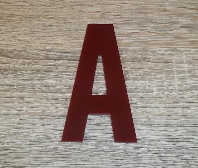 Lettre en plexiglas rouge alternate gothic 3