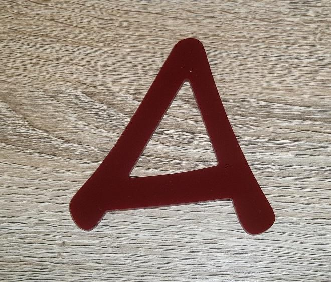 Lettre en plexiglas rouge anime 2