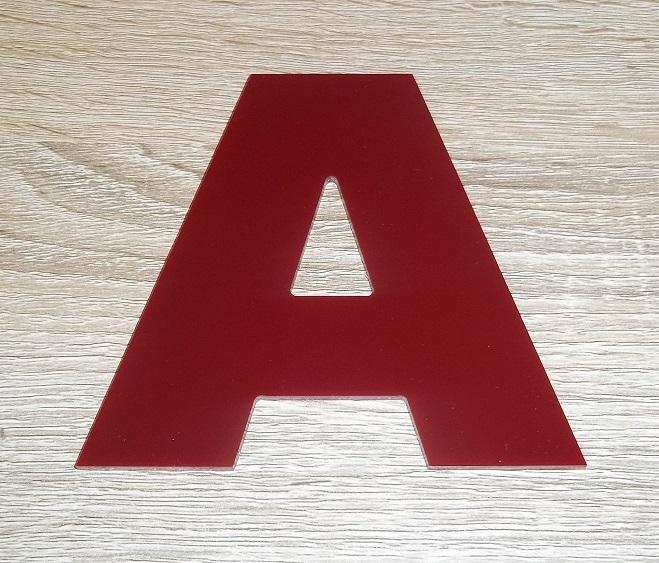 Lettre en plexiglas rouge arial black 2
