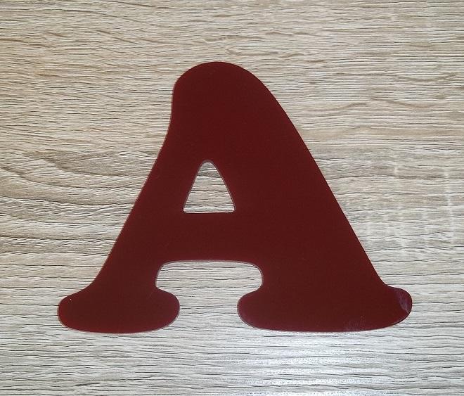 Lettre en plexiglas rouge cooper black 2