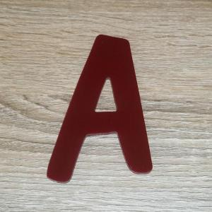 Lettre en plexiglas rouge dom casual 2