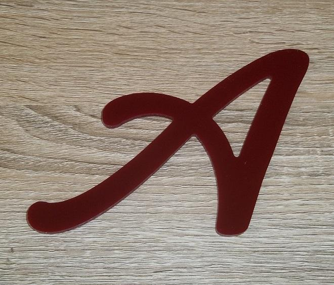 Lettre en plexiglas rouge lombriz 2