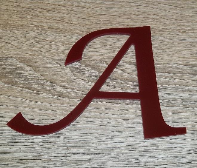 Lettre en plexiglas rouge lucida calligraphy 2