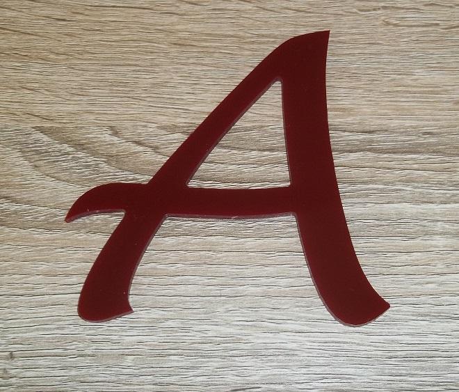 Lettre en plexiglas rouge lucida handwriting 2