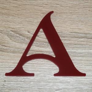 Lettre en plexiglas rouge shangri la 2