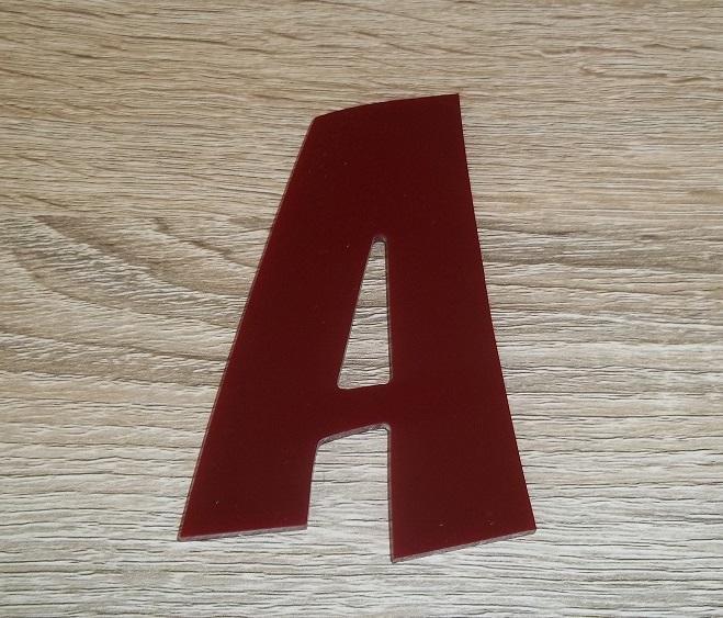 Lettre en plexiglas rouge zoinks 2
