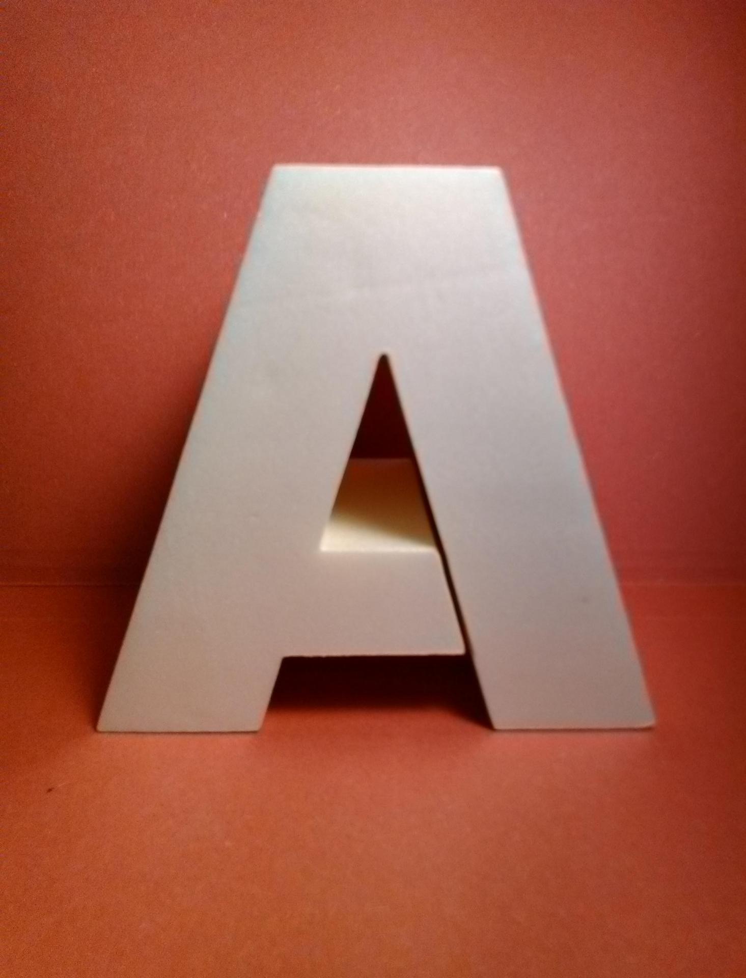 Lettre en polystyrene arial black