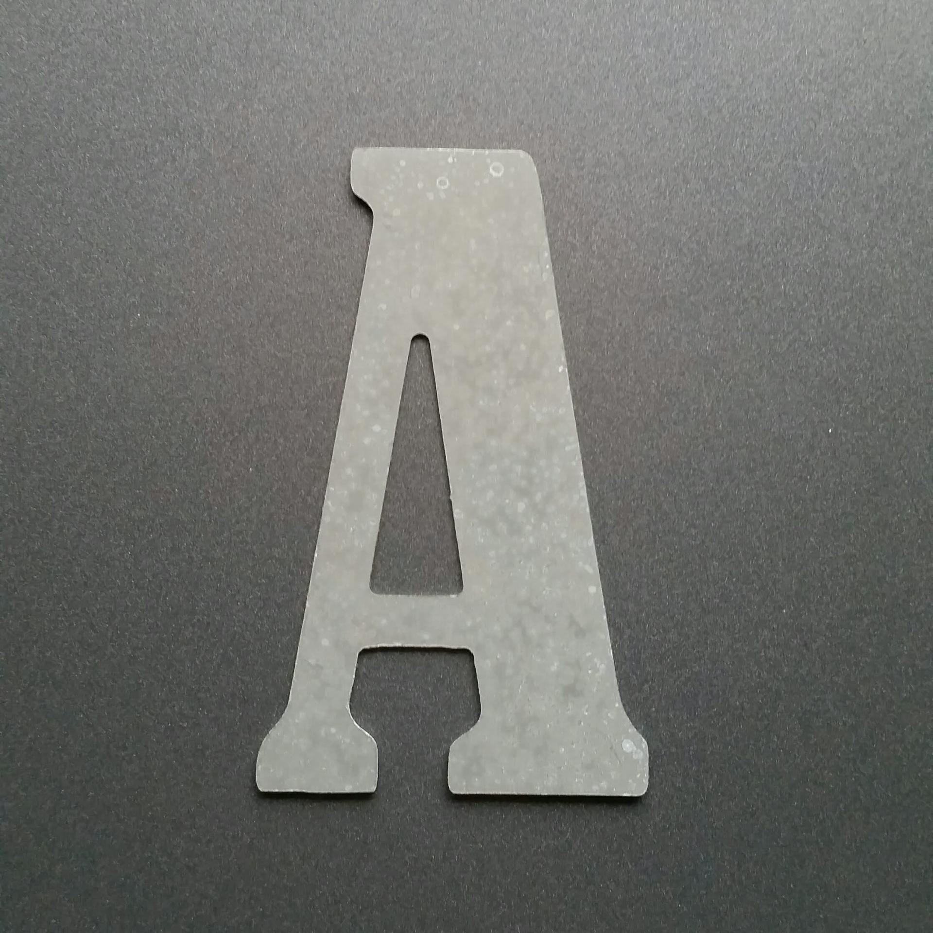 Lettre en zinc bernard condensed