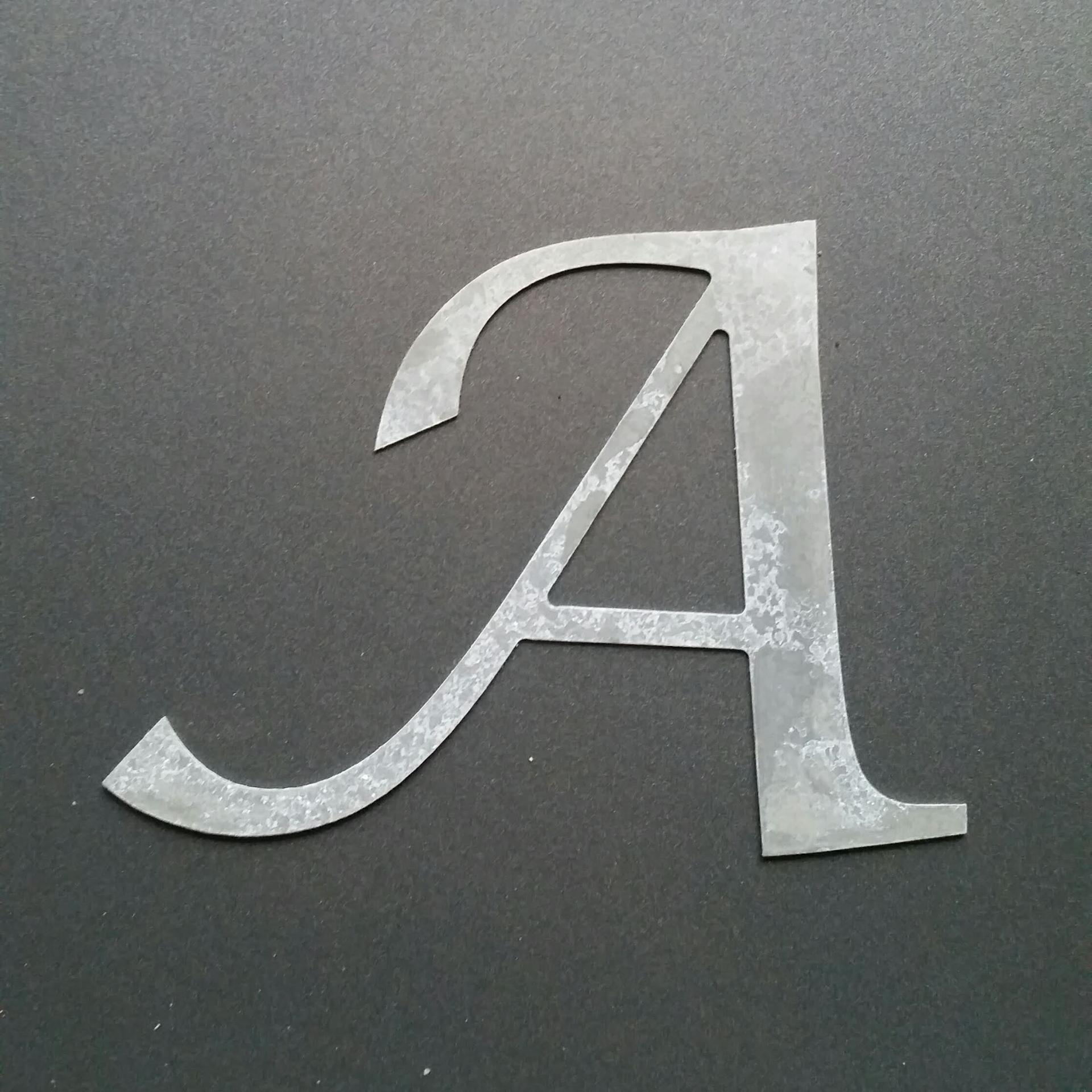 Lettre en zinc lucida calligraphy