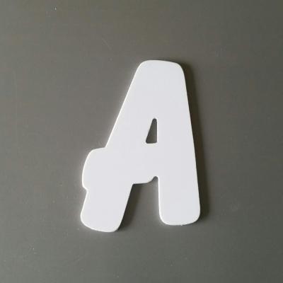 Lettre en plastique blanc modèle BALLOON