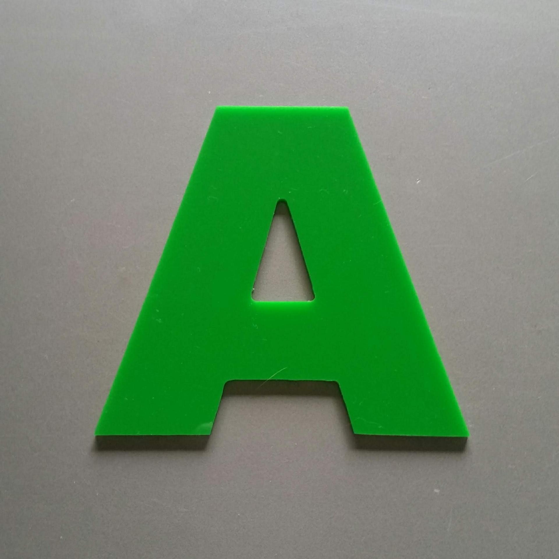 Lettre plexi arial black