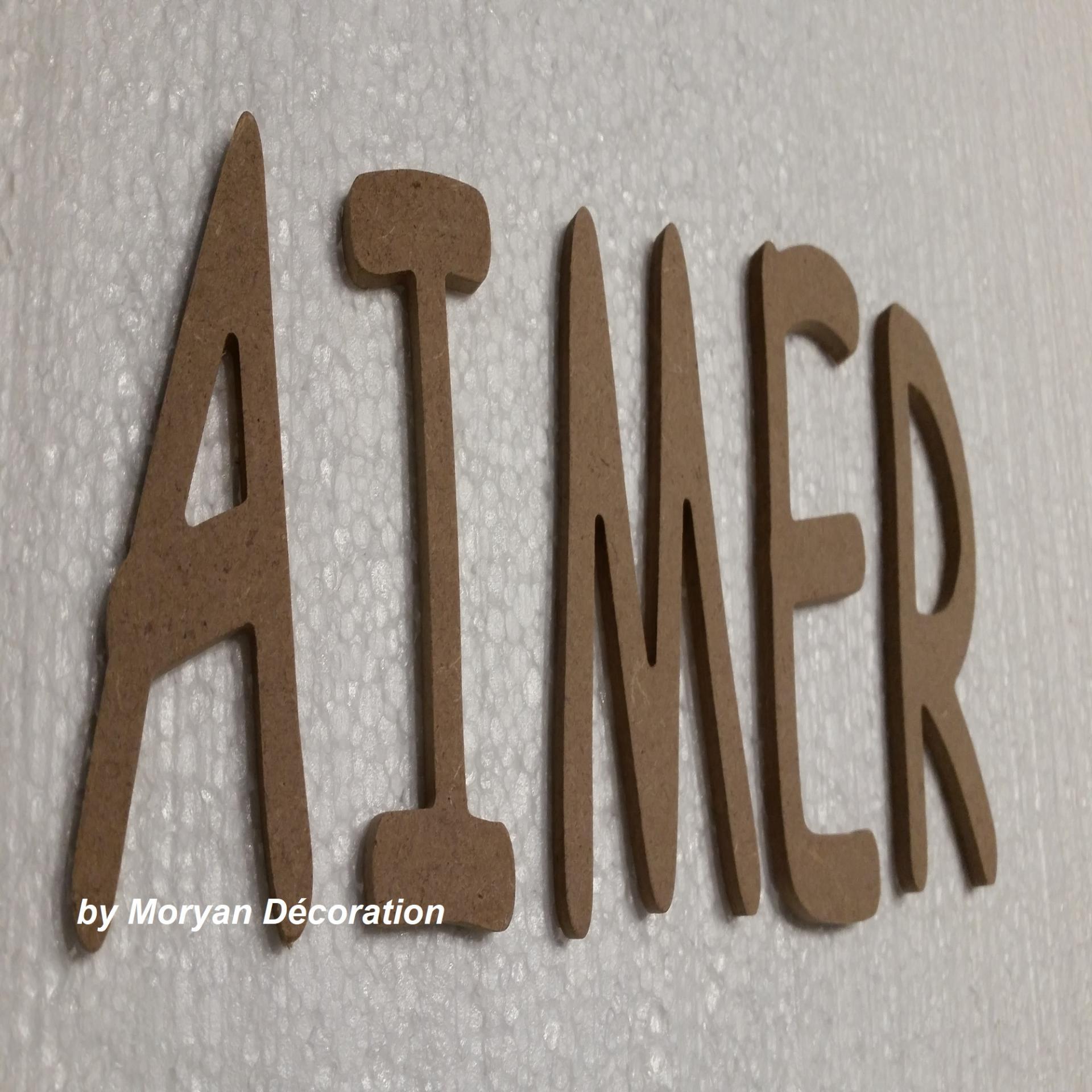 Lettres decoratives en bois a peindre ou a decorer aimer