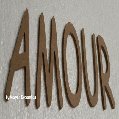 Lettres décoratives en bois à peindre ou à décorer AMOUR , hauteur 20 cm