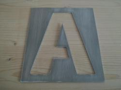 Pochoir lettre en métal modèle GUNPLAY